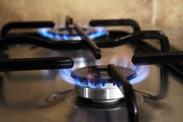 Jak oszczędzić na energii i czy warto zmienić dostawcę?